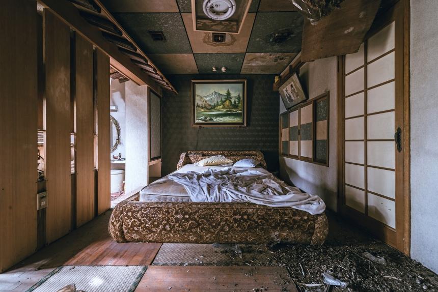 Japan abandoned love hotel 4