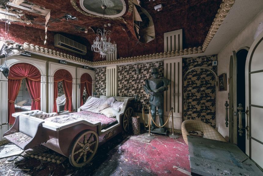 Japan abandoned love hotel 6