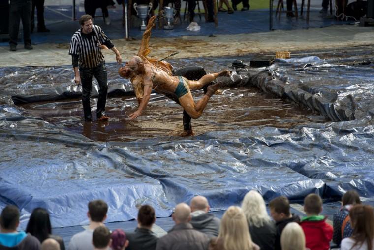 world-gravy-wrestling-championships-08312015-9-760x507