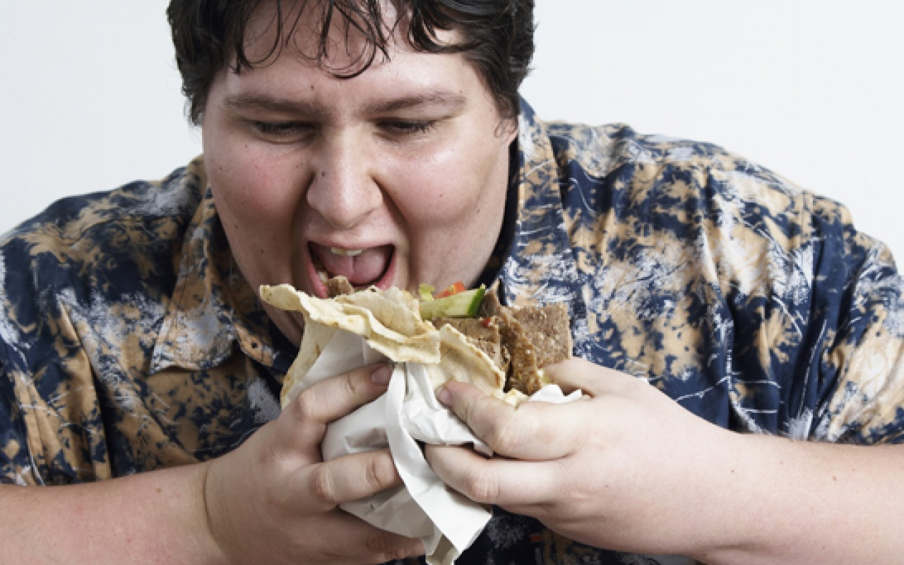 man_eating_kebab