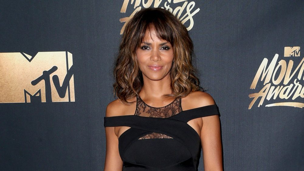 Halle Berry Instagram: Topless actress showcases giant